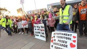 Manifestación contra la apertura del vertedero de Can Balasc en Rubí.