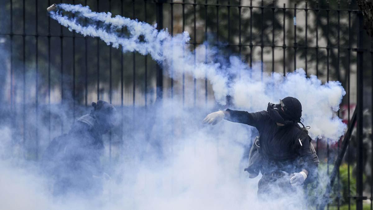 Manifestantes protestan en Buenos Aires por el duro ajuste impuesto por el FMI.