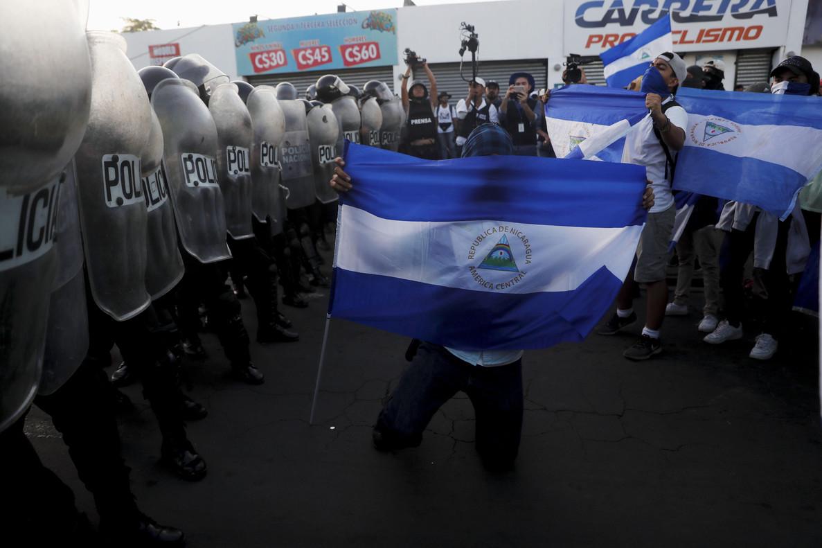 La Policía Nacional de Nicaragua bloqueó el paso a una manifestación.