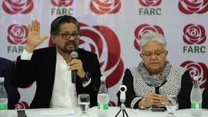 Márquez (izquierda) y Daza, en una rueda de prensa en Bogotá, el 1 de noviembre.