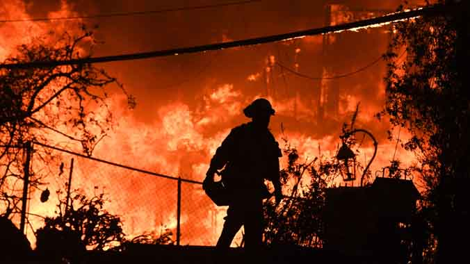 Más de 30 fallecidos y más de 200 desaparecidos en el incendio que afecta a California (EEUU)
