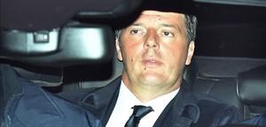 Matteo Renzi llega al palacio del Quirinale para presentar su dimisión.