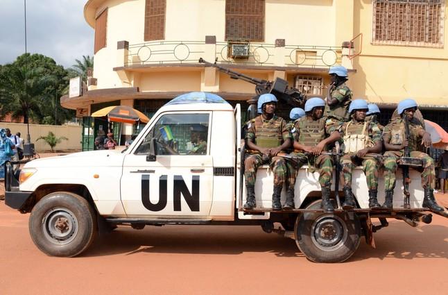 Cascos azules de las tropas de paz de las Naciones Unidas patrullando en Bangui, en diciembre del 2014.