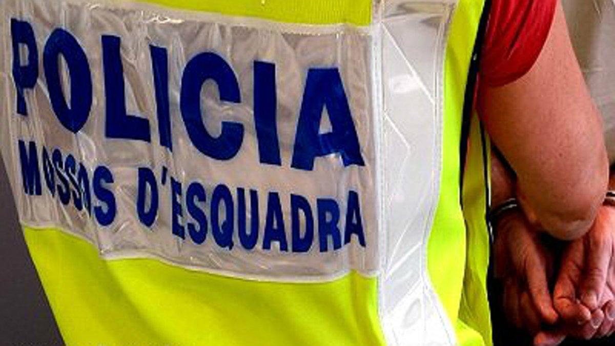 Presó per a un home que enganyava dones a Barcelona al prometre'ls papers