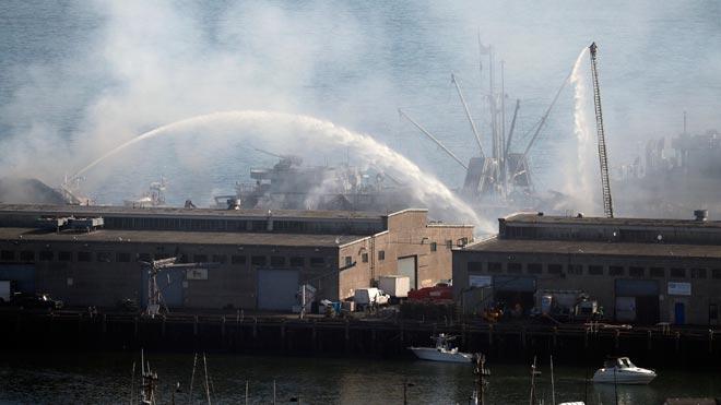 Espectacular incendi a l'històric moll de pescadors de San Francisco