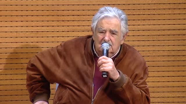 José Mujica, es va reunir amb Manuela Carmena al Palau de Cibeles, allà va comparar la resposta ciutadana que ha proclamat Donald Trump president dels EUA amb l'auge del nazisme i feixisme dels anys 30. A més, va afegir que aquesta elecció és fruit de la globalització.