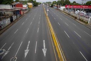 Una de las principales avenidas de Managua luce vacía por el paro nacional en Nicaragua.