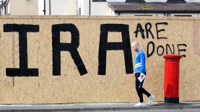 El Nuevo Ira se responsabiliza del asesinato de la periodista Lyra McKee. En la imagen, una pintada en la calle en Derry, Irlanda del Norte.