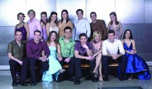Los 16 participantes de la primera edición de Operación Triunfo en TVE-1, en una foto de presentación del concurso, en el 2001.