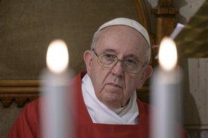 El Papa reza con creyentes de todas las religiones por el fin de la pandemia.