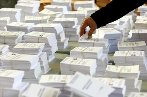 Papeletas preparadas para una votación en el colegio La Salle de La Seu de Urgell, en una fotografía de archivo