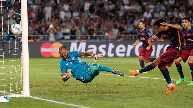 Pedro marca el gol del triunfo en la prórroga tras un rechace de Beto.