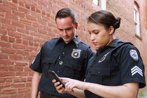 """La queja viral de una policía que te hará reflexionar cuando los veas """"descansar"""""""