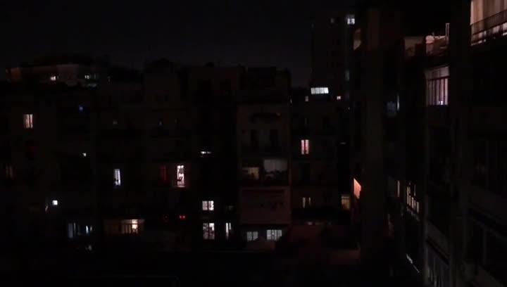 Primera noche de toque de queda con las campanas de la parroquia de Sant Josep Oriol de Barcelona.