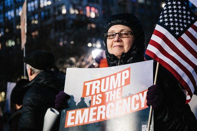 Protestascontra el presidente de los Estados Unidos,Donald Trump, por declarar la emergencia nacional. EFE