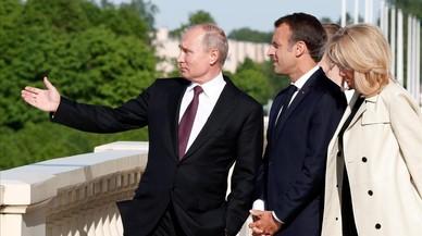 Putin y Macron se comprometen a apuntalar el acuerdo nuclear con Irán