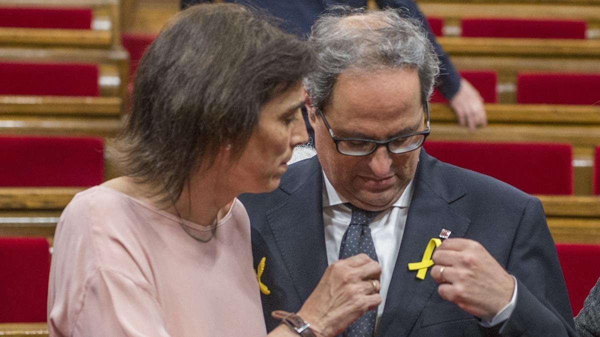 Quim Torra y su esposa, Carola Miró, en el Parlament tras ser investido 'president'.