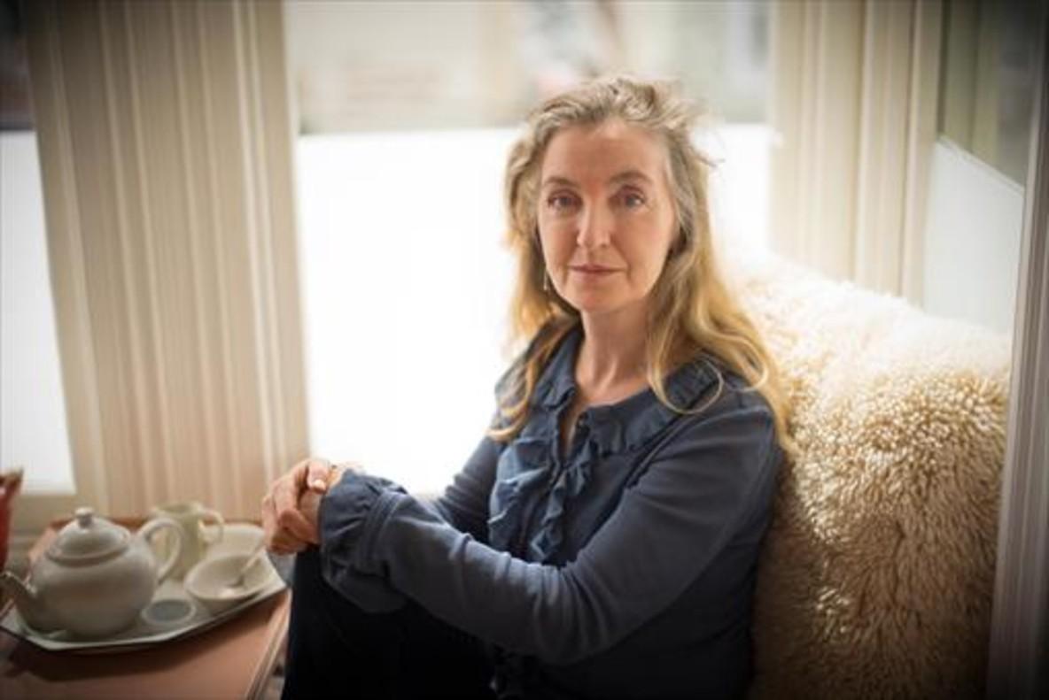 Rebecca Solnit, autora de Los hombres me explican cosas, tomando el té en su casa de San Francisco.
