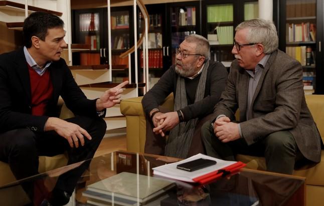 Pedro Sánchez durante su reunión con los secretarios generales de UGT y CCOO.