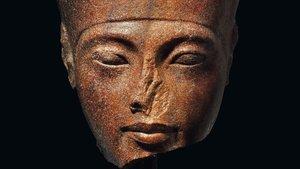 Rostro de la escultura de Tutankamón en cuarcita