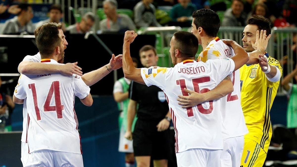 Los jugadores de la selección celebran el triunfo de semifinales.