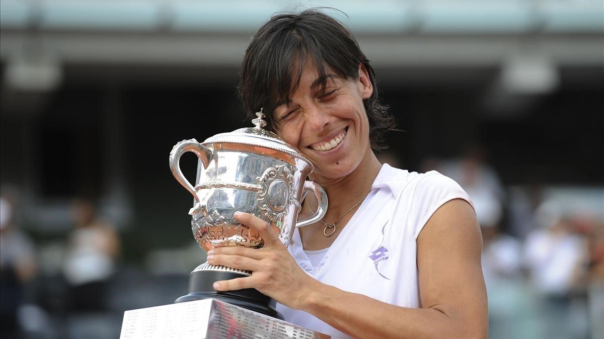Schiavone, con el trofeo de ganadora de Roland Garros, en el 2010.