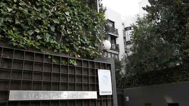 Mor una nena al caure d'un terrat quan intentava fer-se un 'selfie' a Madrid