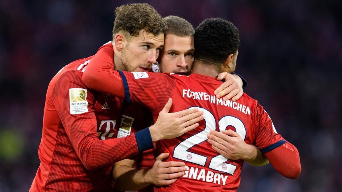 Serge Gnabry, Leon Goretzka y Joshua Kimmich celebran el segundo gol del Bayernal Stuttgart en el partido jugado en el Allianza Arena el pasado mes de enero.