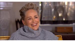 Sharon Stone se'n riu davant una pregunta sobre assetjament sexual