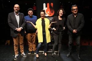 Silvia Abril, Nora Navas y Jordi Basté acompañados de Andreu Buenafuente y Jordi Casanovas en la presentación de White Rabbit Red Rabbit en la sala Barts.