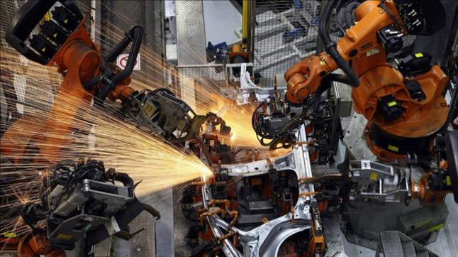 Trabajos robotizados de soldadura en la fábrica de Seat en Martorell.