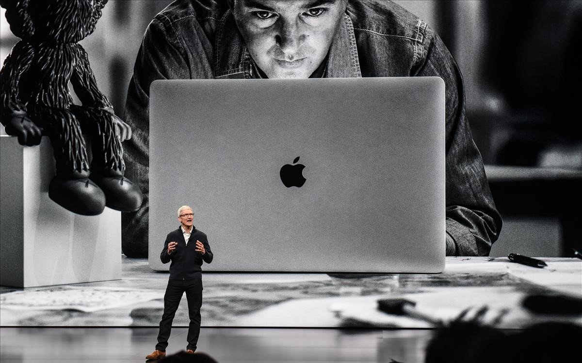 Tim Cook presenta el nuevo MacBook Air de Apple en Nueva York.