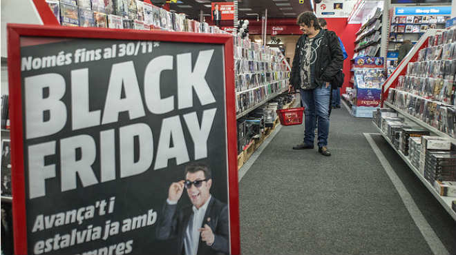 La tradición del Black Friday cruza el charco y llega a España.En nuestro país las rebajan duran cuatro días llega hasta el cibermonday.