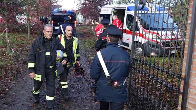 Imágenes de las labores de los bomberos tras la explosión mortal de una casa.