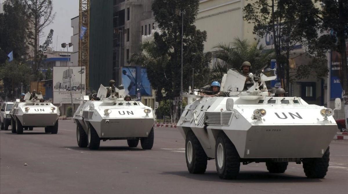 Vehículos blindados de la ONU en Kinshasa.