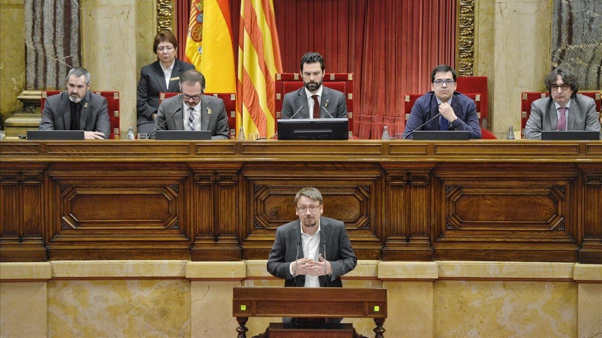 Xavier Domènech, en el pleno del Parlament.