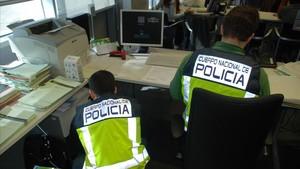 Condemnats els membres d'una xarxa que sostreia dades personals de bases oficials