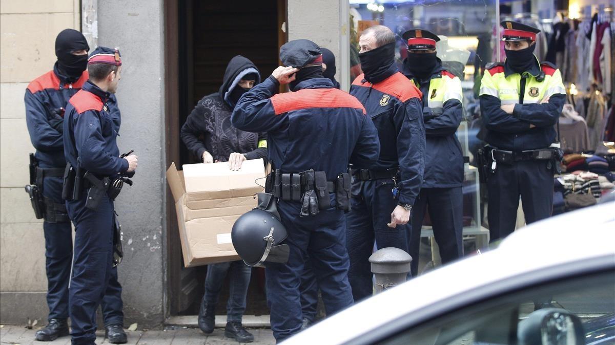 Operación policial contra los okupas.