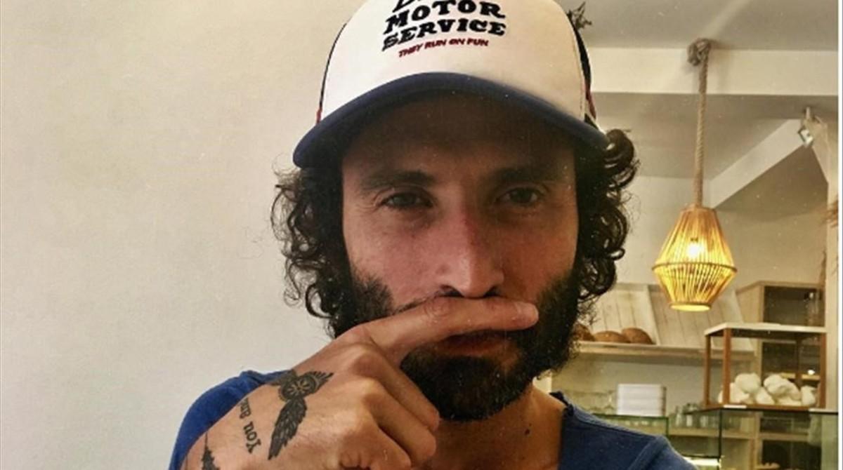 Los famosos se solidarizan con la campaña 'Ningún niño sin bigote'