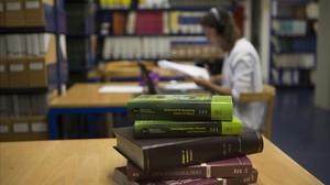 La inacció del Parlament deixa centenars de títols universitaris en l'aire