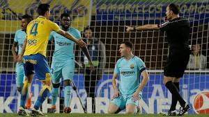 Mateu Lahoz destarota el Barça