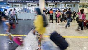 Els tripulants de cabina de Ryanair convoquen 10 dies de vaga al setembre