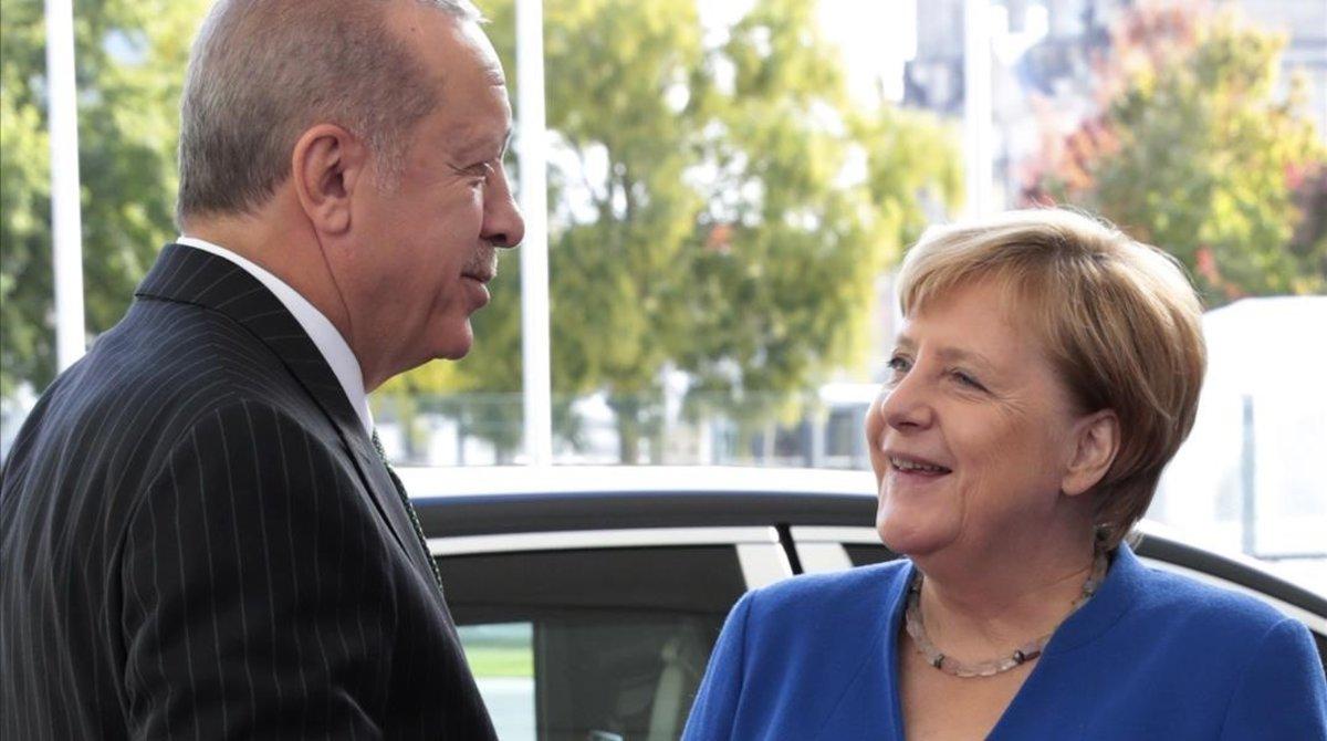 Recep Tayyip Erdogan, presidente de Turquía, y Angela Merkel, cancillera de Alemania, en Berlín el 28 de septiembre.