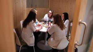Reuniónde profesionales de la Unidad Funcional de Abuso al Menor (UFAM), en elHospital Sant Joan de Déu de Barcelona.
