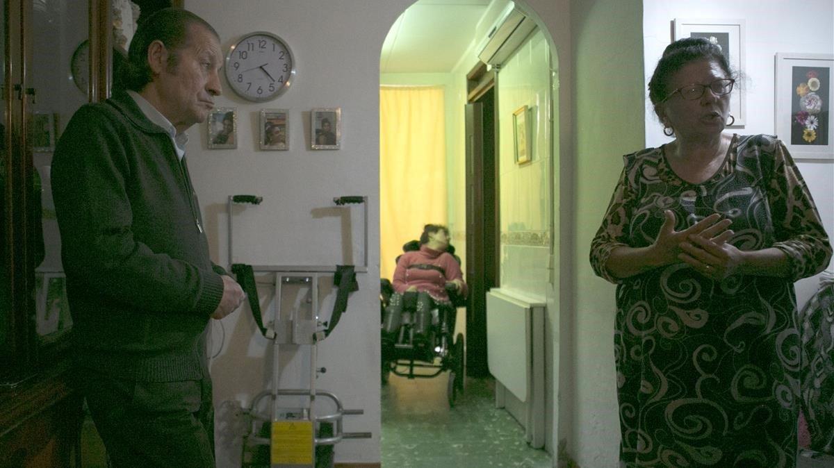 Joan, Carme y Macarena viven en un pequeño piso del barrio de Hostafrancs, en Barcelona.