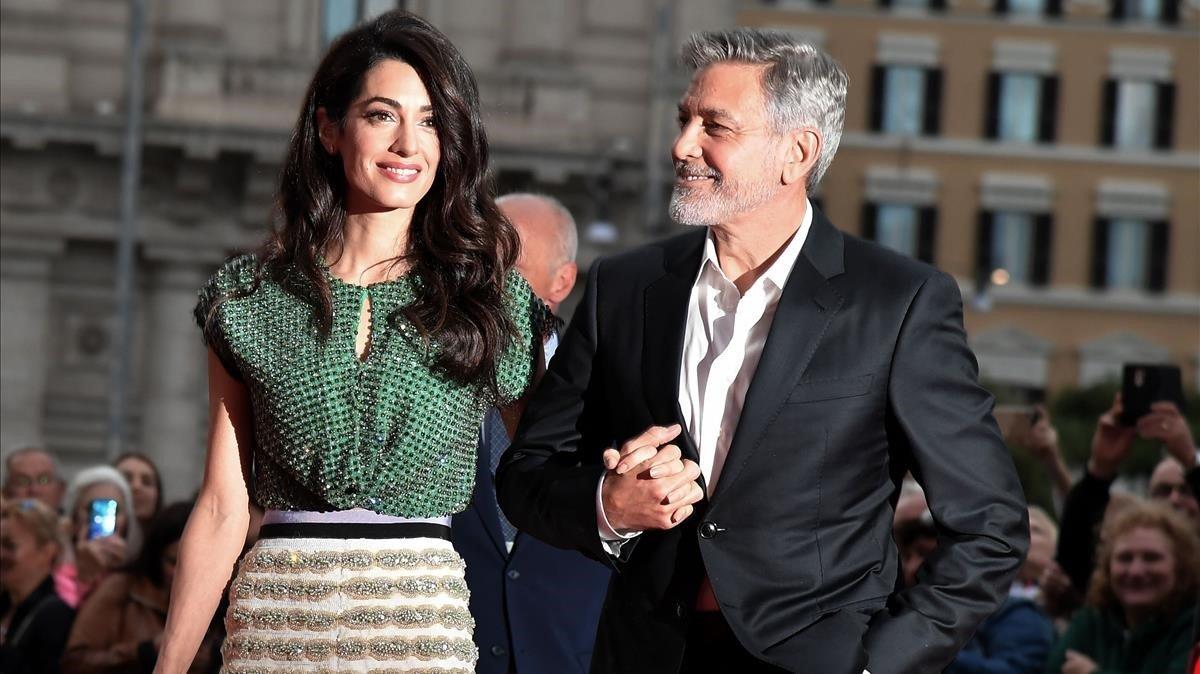 George Clooney y su mujer, Amal, en una 'premiere' en Roma.