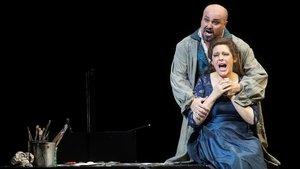 La soprano rusa Tatiana Serjan y el tenor italiano Roberto Aronica,en el ensayo general de 'Tosca' en el Liceu.