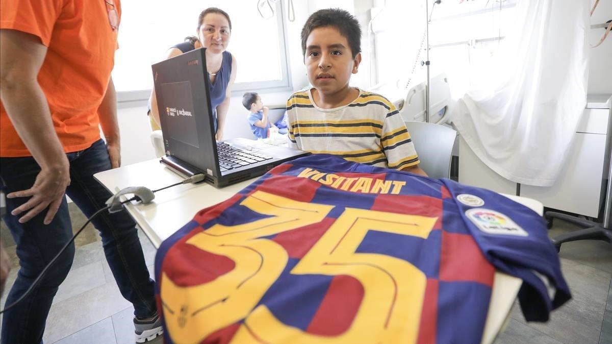 Un nen ingressat a Sant Pau és el visitant 35 milions del Museu del Barça