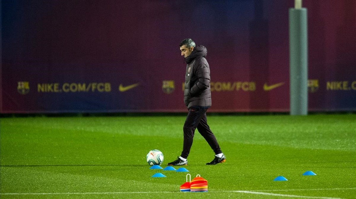 Ernesto Valverde, en el último entrenamiento del Barça en la Ciutat Esportiva Joan Gamper.
