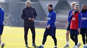 Setién, Messi, De Jong, Alba y Vidal, sonrientes en el entrenamiento del jueves.